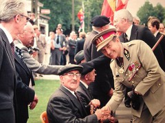 cérémonie mémo croix feux et général.jpg