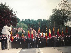 cérémonie mémo drapeaux.jpg