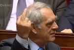 Henri-Emmanuelli-fait-doigt-d-honneur-a-Francois-Fillon.jpg
